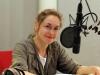 Valery Tscheplanowa am Mikrofon als Erzählerin (Foto: T.Harre/MDR)